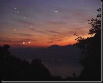 ufo_e_lanterne_cinesi_-_091227144211-ufo-flottiglie-rodolfo-amodeo